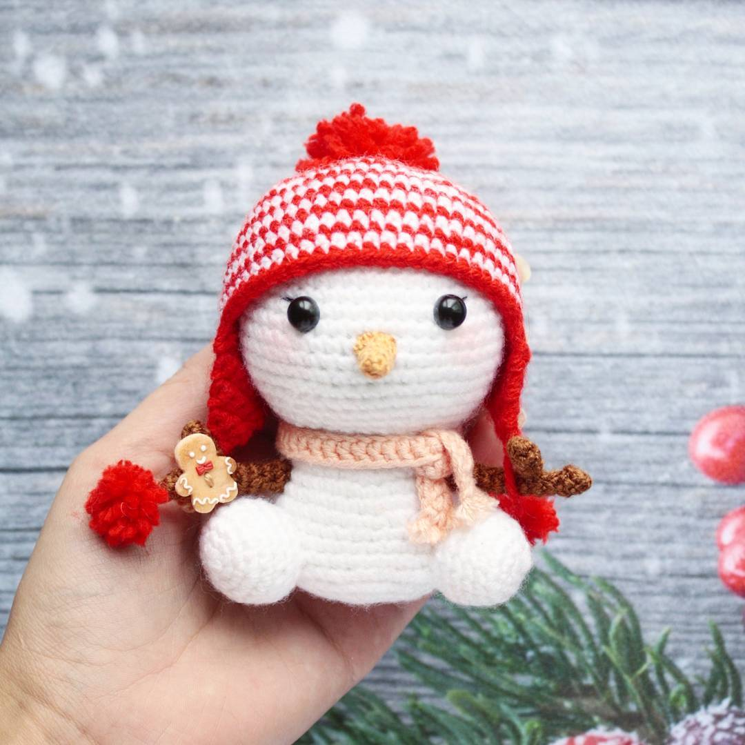 Christmas gingerbread man crochet pattern - Amigurumi Today | 1080x1080